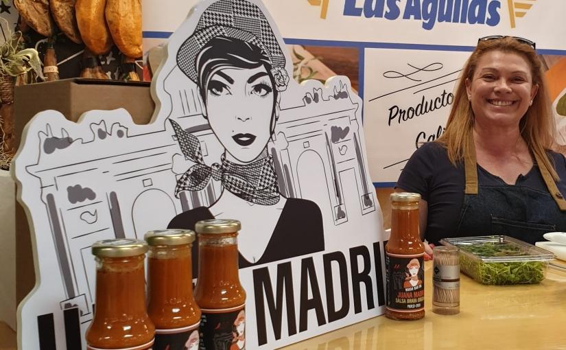 Showcooking de Zampatelmundo con Salsa Brava Juana Madrid en el Mercado LasAguilas